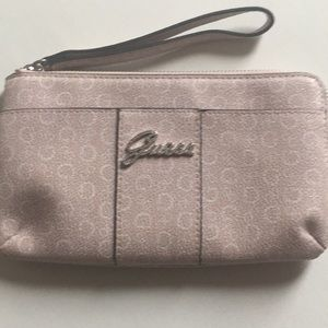 🌟 Guess Wristlet Sparkle Zipper Closure Pink